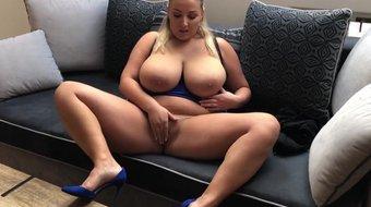 amateur busty hot webcam babe masturbates