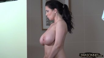 Ewa Sonnet-Peepers Love Big Boobs