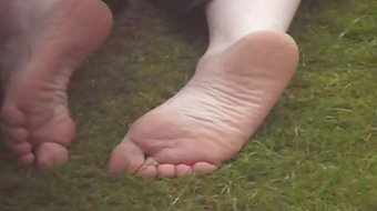 neighbours smelly soles