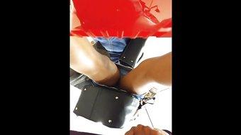 olhada rapida por baixo da saia (flash uspkirt) 046