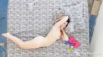 Hottie Yanks MILF Tasty Luscious Toys Her Cunt