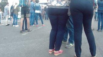 Big butt milf in jeans 1