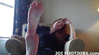 Dump your cum on my oiled up feet