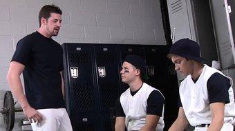 Hung athletic twink spitroasted in lockerroom