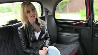 Huge tits amateur banged by the driver for a free ride