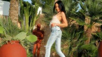Blackhaired babe pose naked outdoors