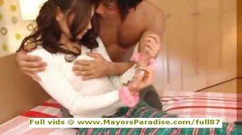Tina Yuzuki innocent Chinese girl gets pussy licked