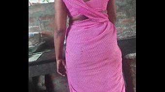 Aunty Back in saree