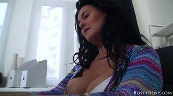 Curvy MILF loves cock