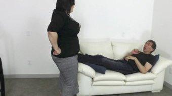 Man drills BBW Bunny De La Cruz in office