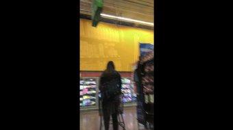 Nena de compras