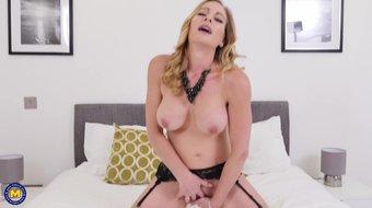 Posh MILF fucks her thirsty wet vagina