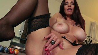 Busty pornstar MILF Mindi Mink rubbing her clit