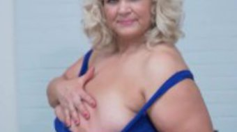 Euro gilf Renatte feels naughty in crotchless pantyhose