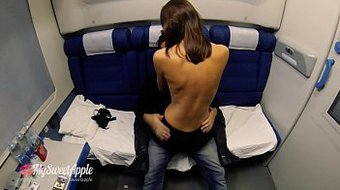 She fucks a stranger in the night train - Amateur Couple