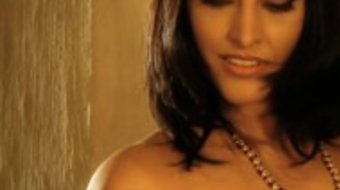 Indian Babe Moves Her Body