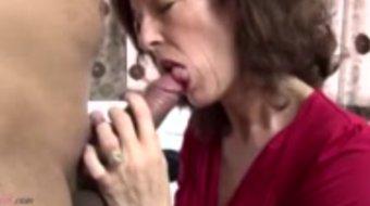 Mamá madura real follada por joven no su hijo