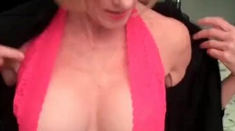 Amateur GILF Knows How To Fuck